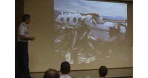 調査結果を公表する、マルセロ・モレーノ空軍大佐(Valter Campanato/Agência Brasil)