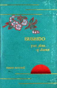 米国で出版された新渡戸稲造著『武士道、日本の魂』([Public domain], via Wikimedia Commons, Hearn 92.40.10, Houghton Library, Harvard University)