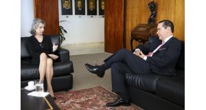 カルメンSTF長官(左)とフローレスTRF4所長(右)(Marcelo Camargo/Agência Brasil)