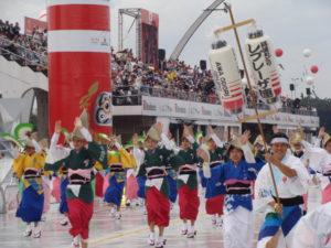 移民百周年にアニェンビで行われた歓迎パレード(イメージ)