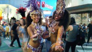 東洋街で開催された路上カーニバルの様子
