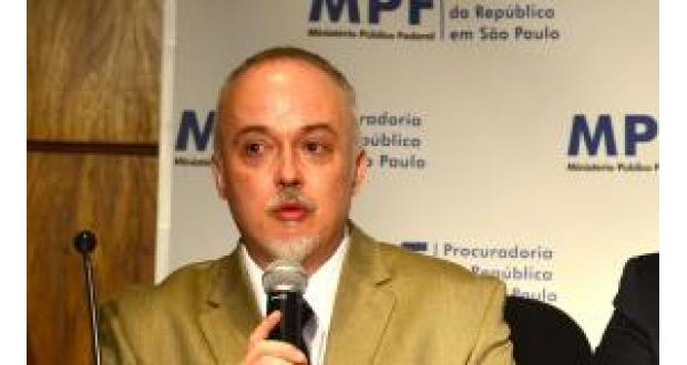 「民営化で必ずしも汚職がなくなるわけではない」と語る、カルロス・リマ検察官(Rovena Rosa/Arquivo/Agência Brasil)
