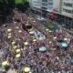 サンパウロ・カーニバル=路上のパレードは大盛況=5月23日大通り使用はヒット企画