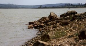 水不足に苦しむブラジリアのダム(Marcelo Camargo/Agência Brasil)
