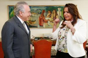 昨年10月にテメル大統領(左)と会談した、スエリー・カンポス、ロライマ州知事(右)(Alan Santos/PR)