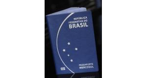 ブラジルのパスポート(Foto: Isaac Amorim/MJ)