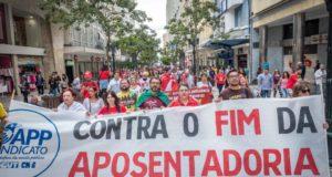 19日にクリチーバで発生した社会保障制度改革反対デモ(Gibran Mendes)