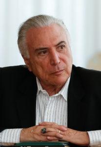国防相らも交えた会議でのテメル大統領(14日、Marcos Corrêa/PR)