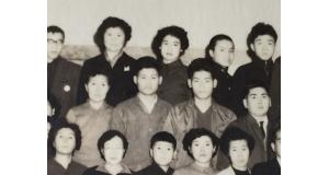 第13航ぶらじる丸移住者らの集合写真(中段左2人目から友三郎さん、久四郎さん)