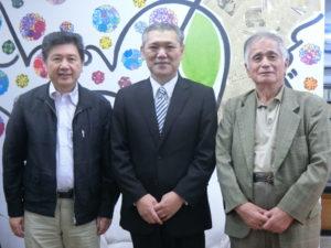 (左から)高野顧問、安田部長、野澤さん