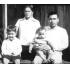 ブラジル移住後の澤岻さん家族写真