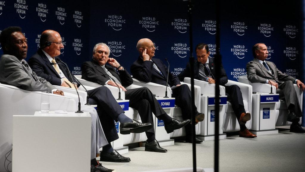 世界経済フォーラムでのテメル大統領(左から3番目)とペレ(左)(Beto Barata/PR)
