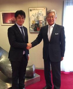 吉川会長と上村さん(提供写真)