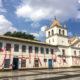 サンパウロ市=パテオ・ド・コレジオに落書き=歴史的建造物の壁一面に朱書