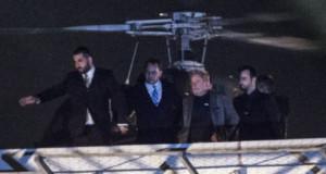 7日、連邦警察に連行されるルーラ氏(右から2人目)(Marcello Casal Jr./Agencia Brasil)