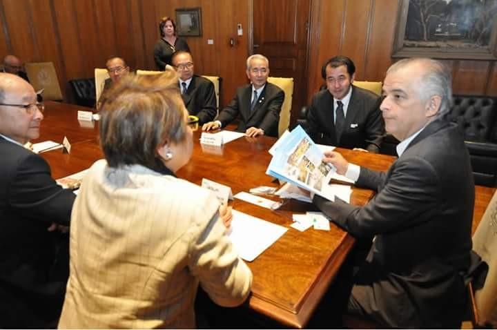 マルシオ・フランササンパウロ州知事と会談した日系団体代表者(Aldo Shiguti)