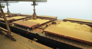 パラナ州パラナグア港から輸出される大豆(参考画像・Ivan Bueno/APPA)