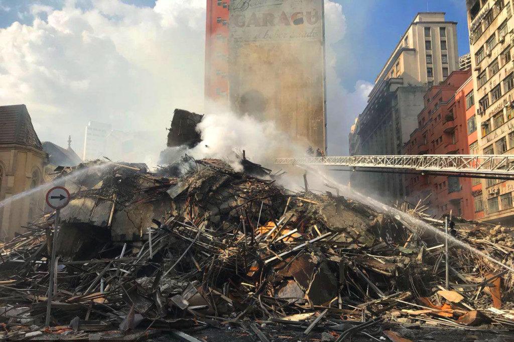 24階建てビルの崩壊から2日目、行方不明者の捜索救出作戦は続いた(Corpo de Bombeiros de São Paulo)