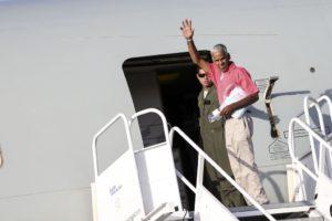 空軍機に乗り込むベネズエラ人難民(Marcelo Camargo/Agência Brasil)