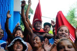 土地ナシ労働者運動(MTST)のデモ行進の様子(Foto: Tania Rego/Agencia Brasil)