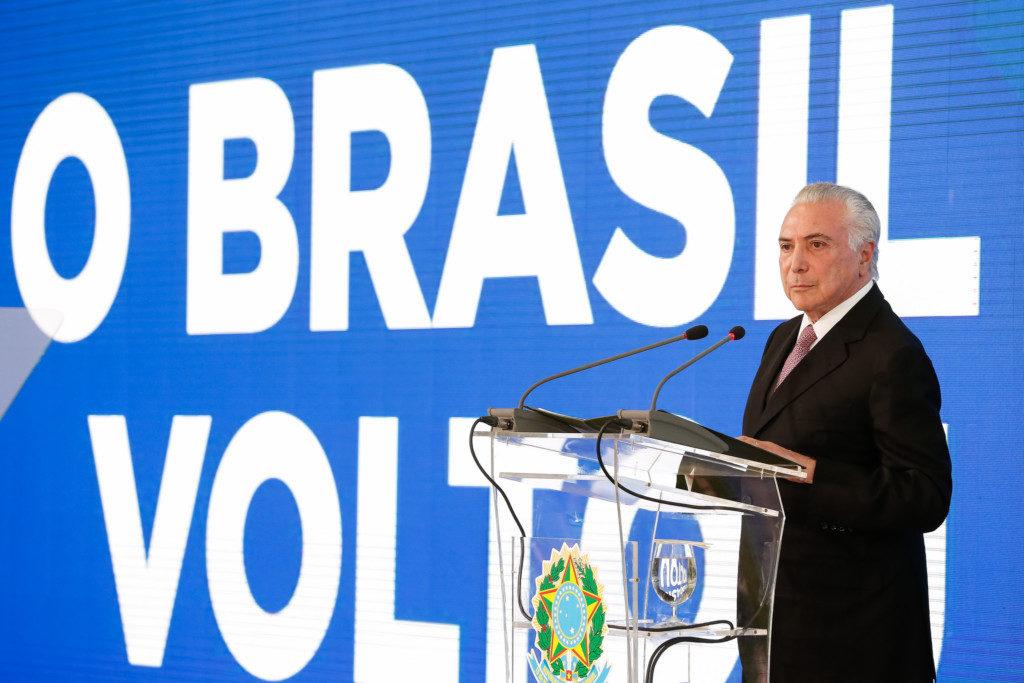 政権発足2周年記念式典で演説するテメル大統領(Marcos Correa/PR)