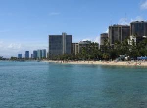 ワイキキビーチは人工の砂浜