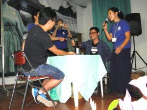 高知県人会の青年部が主催した「高知のおきゃく」(土佐弁で宴会の意味)イベントで盛りかがった箸拳の様子