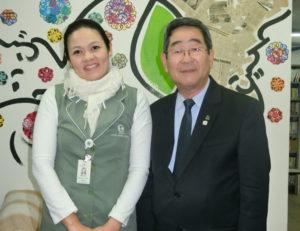 (左から)中里さん、洲崎副会長