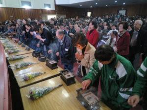 文協大講堂では焼香する長い列ができた