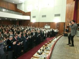 記念曲「ありがとうブラジル」に合わせて会場中が手を振った