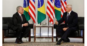 テメル、ブラジル大統領(左)と、ペンス、アメリカ副大統領(右)(Alan Santos/PR)
