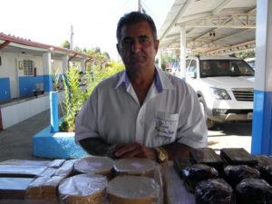 ジョアンの友人であり、仕事を50年手伝っているジョアキンさん。カーザ入口付近でお菓子販売などしている