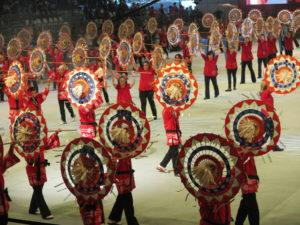 ブラジル日本移民110周年記念式典では170人によるしゃんしゃん傘踊りを披露した