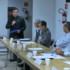 ブラジル沖縄県人会の定例役員会で協力を要請する奥原マリオ純さん