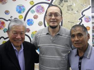案内のため来社した神谷さん、鈴木さん、玉城さん