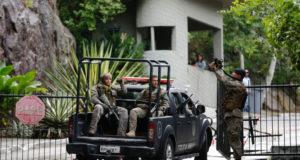 リオ市で警備活動を行う軍警たち(Tania Lego/Agencia Brasil)