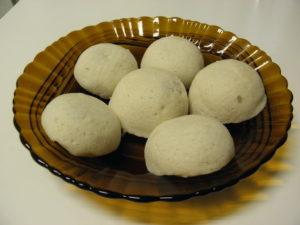 毎年すぐに売り切れる鹿児島県人会お手製のかるかん饅頭