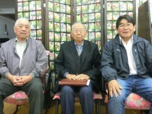 (左から)清水実行委員長、矢野会長、上平渉外担当
