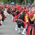 500人の一糸乱れぬ沖縄太鼓の演奏に沸いた