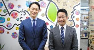 来社した中富副領事(左)、渡邊副領事