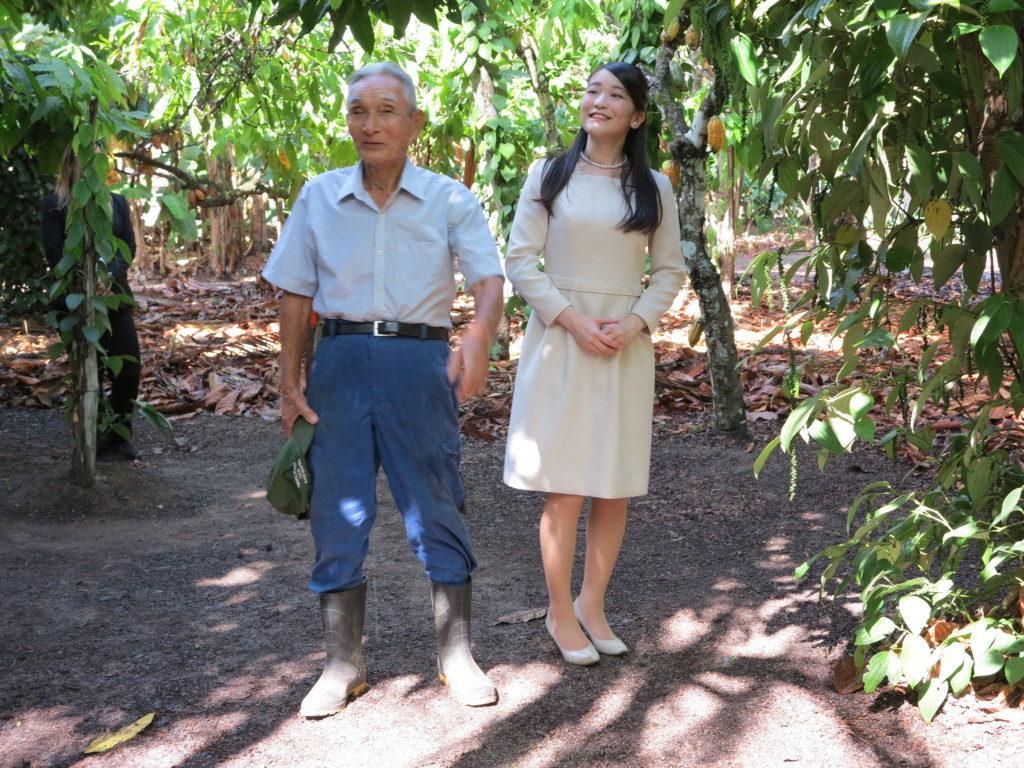 峰下さんの森林農法(アグロフォレストリー)を利用した農場を見学され、興味深そうにご覧になった眞子さま