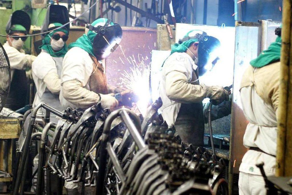 金属加工業労働者たち(参考画像・Agencia Brasil)