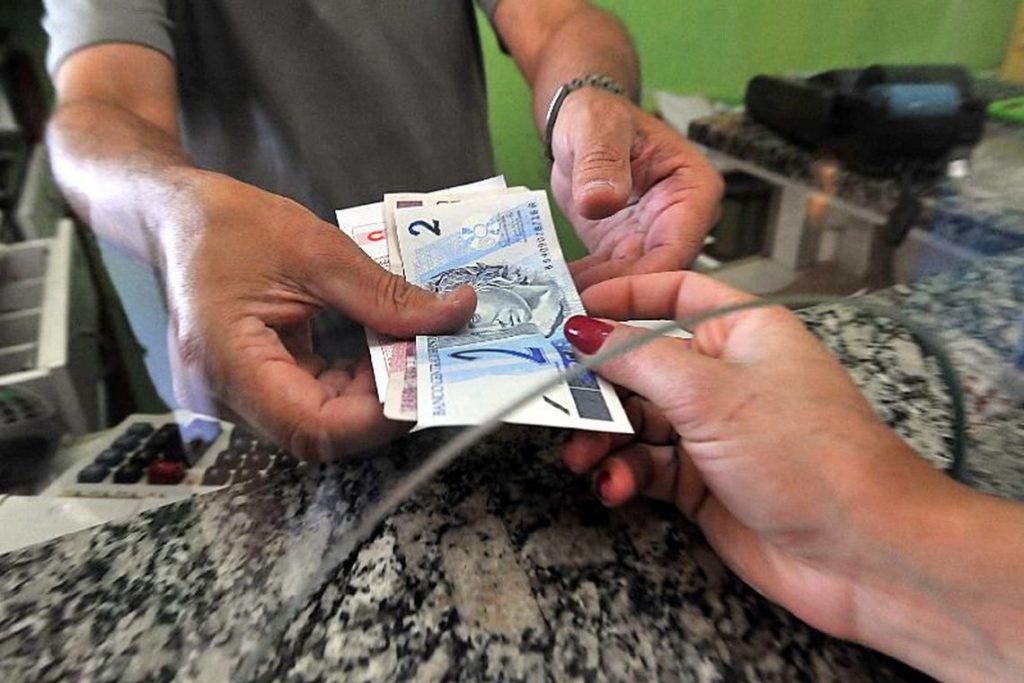 多くの国民にとっては〃嬉しいお小遣い〃、消費に回れば経済活性化も(参考画像・Marcello Casal Jr./Agencia Brasil)