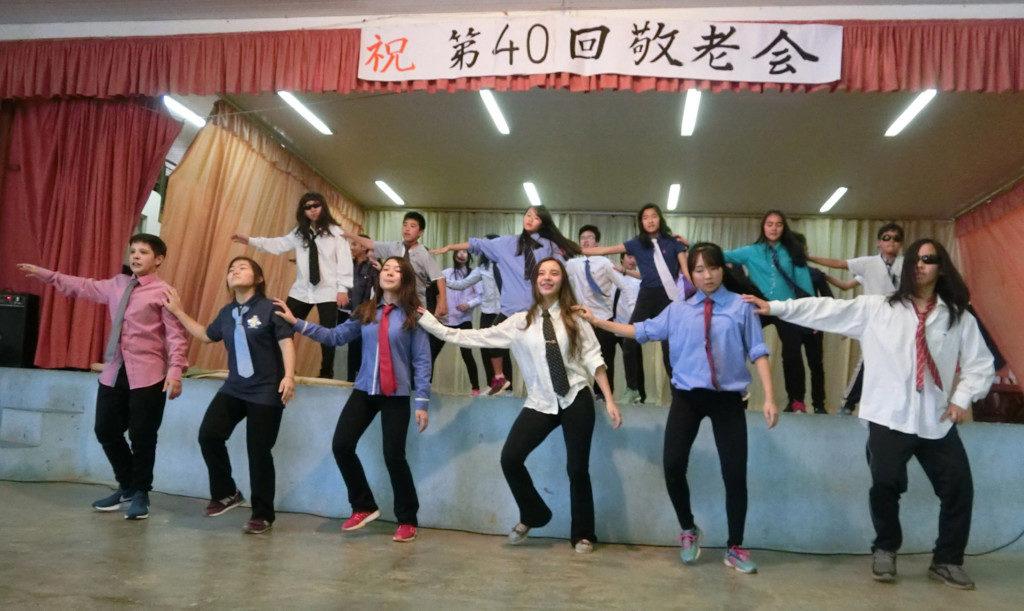 子供たちによるダンス