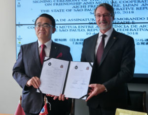 (左から)大村知事とトラニサンパウロ州観光局長
