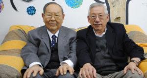 近沢理事長(左)と西尾副理事長