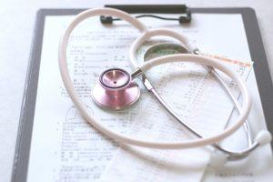 聴診器と問診票(参考写真)
