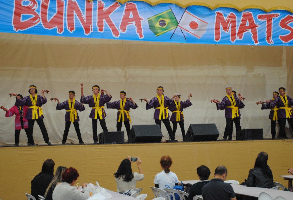 ステージでは様々な芸能が披露された