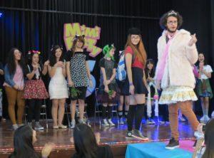 用意された衣装を使って「カワイイ」を表現する競技「Kawaii Me」の様子