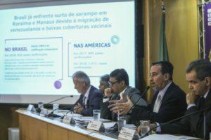 ポリオと麻疹の予防接種キャンペーンについて記者会見する保健省関係者(José Cruz/Agência Brasil)